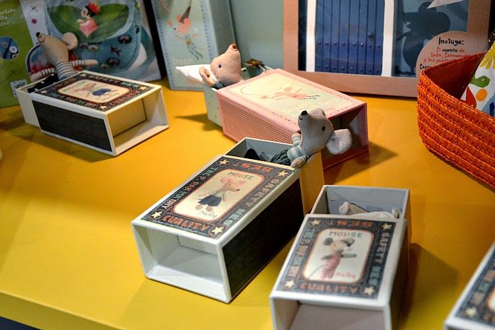 Ratones en cajas