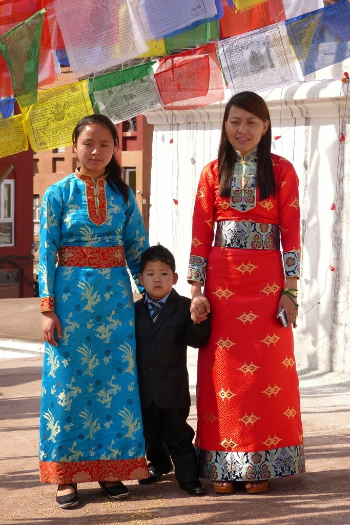 Sherpa girls wearing traditional dress