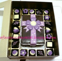 CHOC SET RECTANGLE BOX WITH 32 PRALINES @RM 90