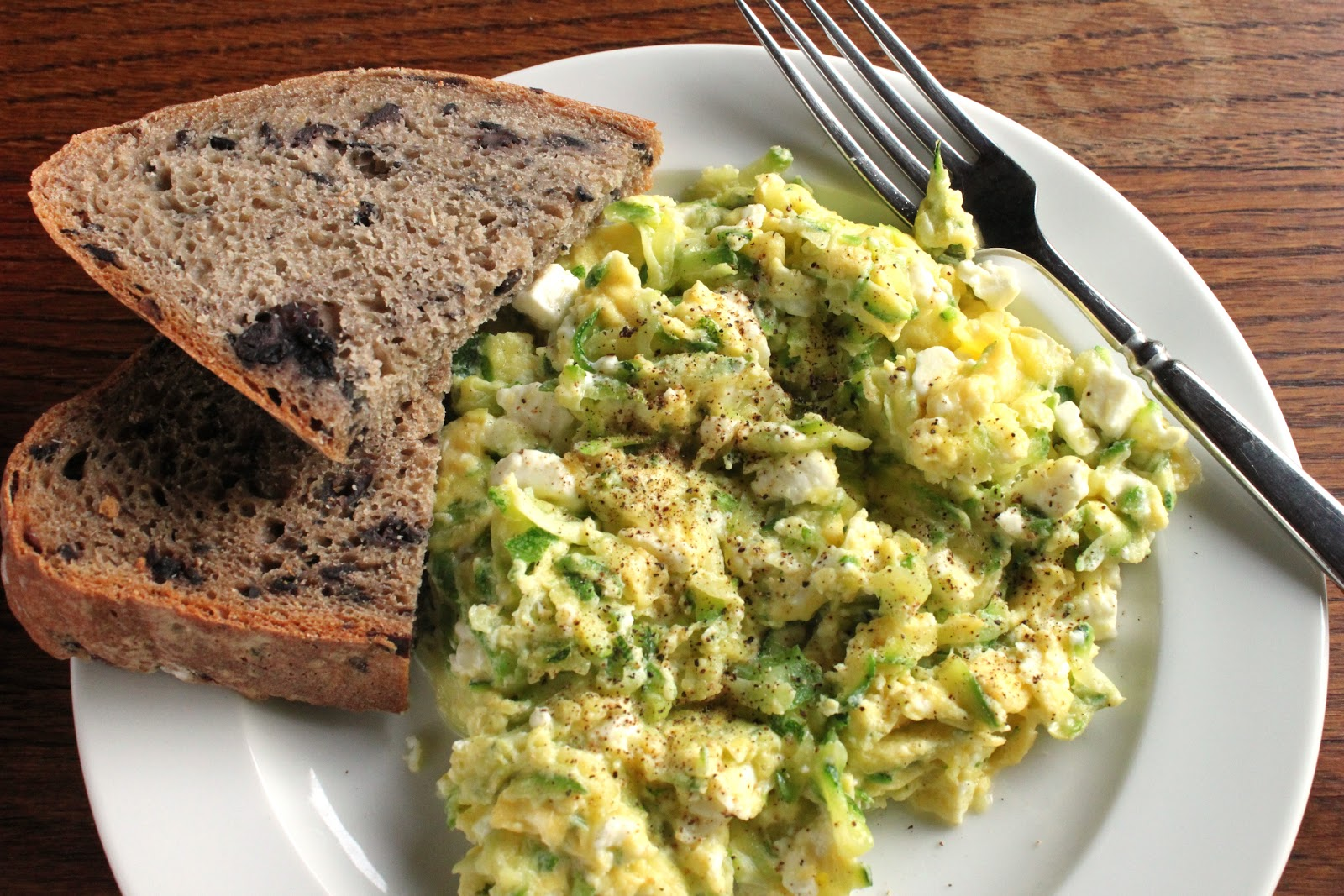 Zucchini scrambled eggs with feta cheese fandeluxe Document