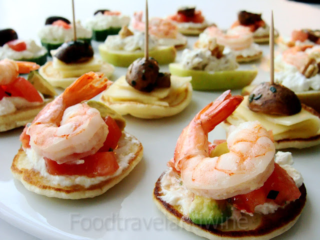For the love of food travel and wine canapes for for Canape para navidad