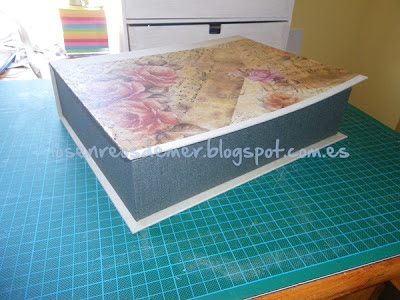 Caja libro realizada en cartonaje