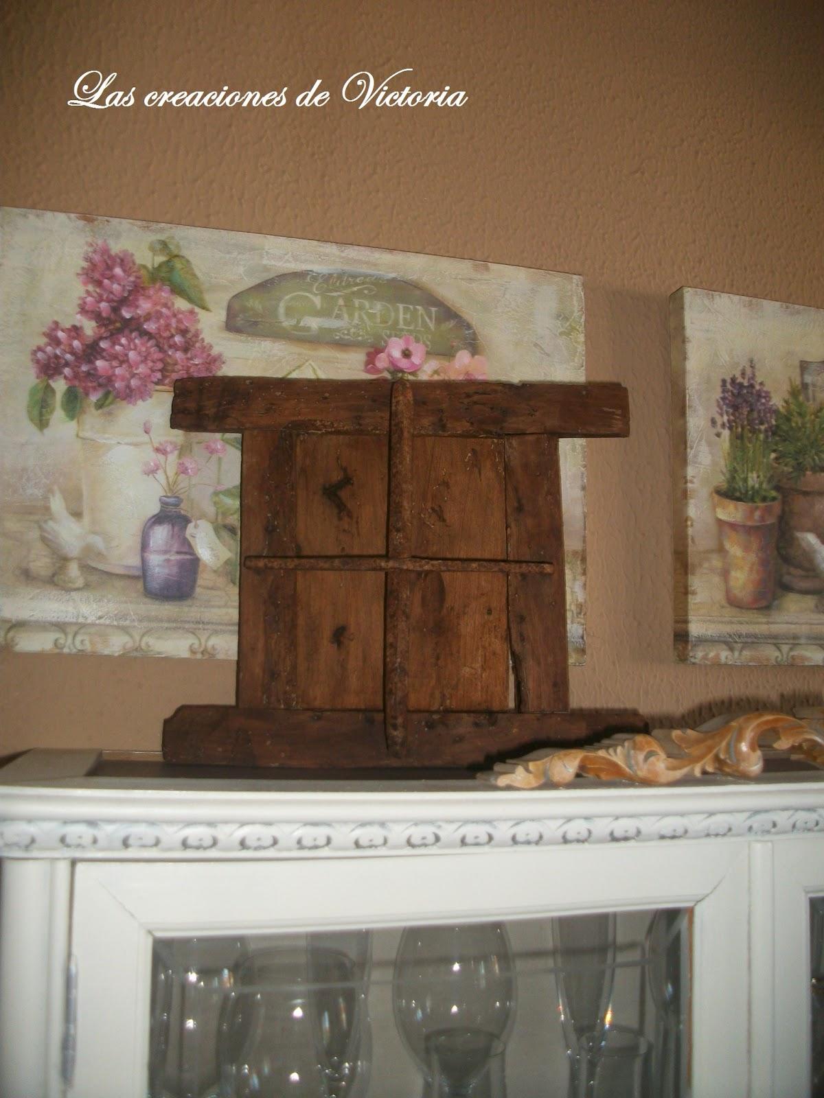 Las creaciones de Victoria.Ventana de madera.Restauración