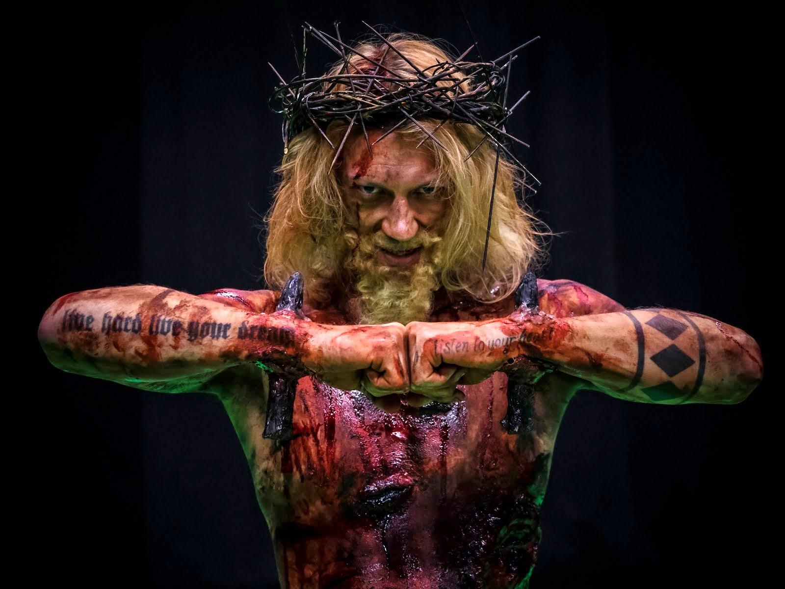 "Iron Sky Jesus: Jukka ""Dudeson"" Hilden (jesus attack trailer). Tehostemaskeeraus: Ari Savonen."