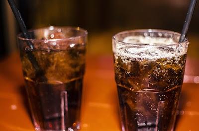 Minuman Coke yang sejuk memang sedap, tetapi tinggi kandungan gula