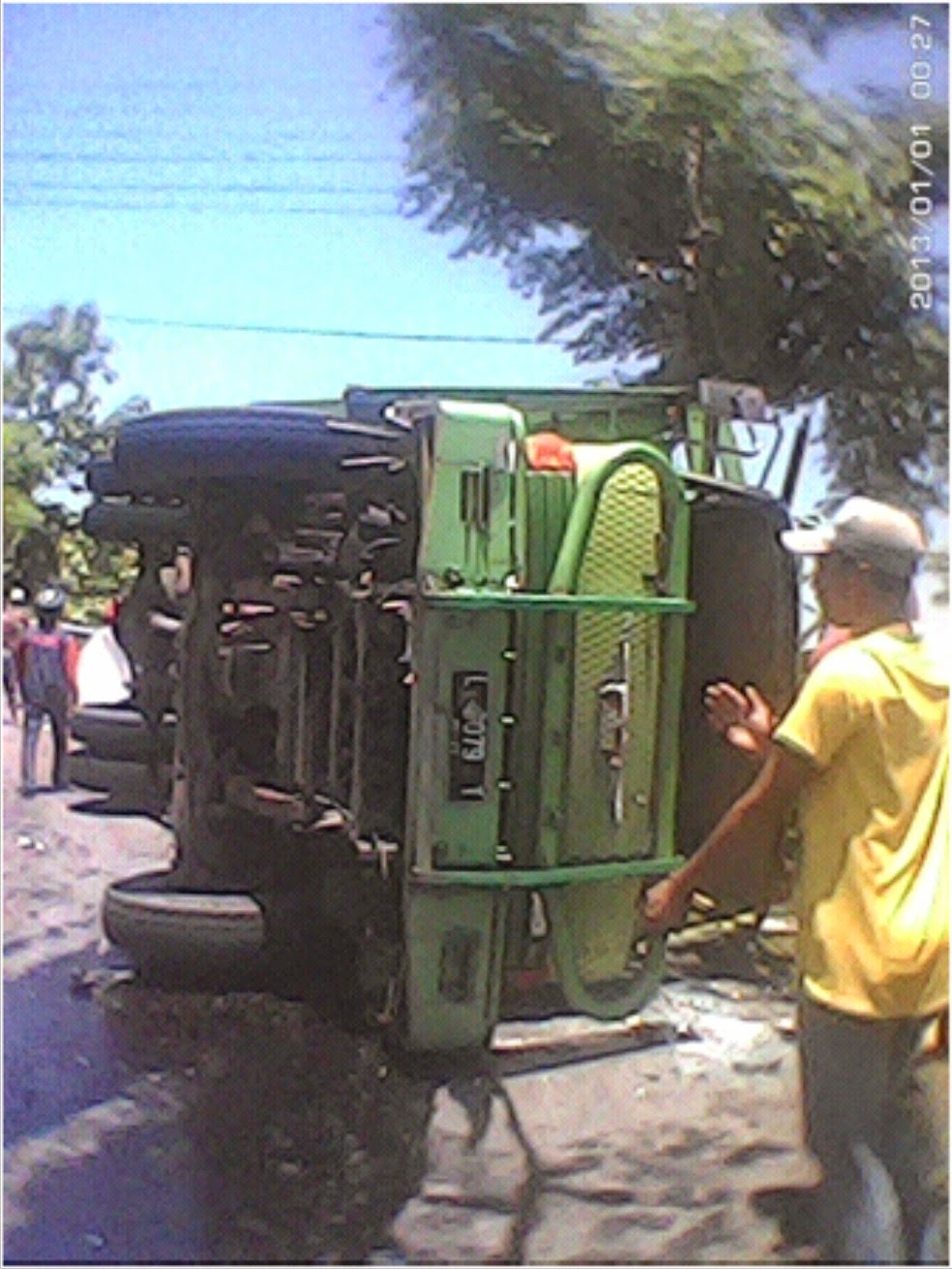 Truk Tujuan Surabaya-Ende Terbalik di Jalan Lintas Wawo