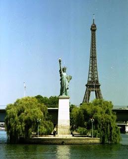 Tempat Wisata Di Paris - Replika Patung Liberty