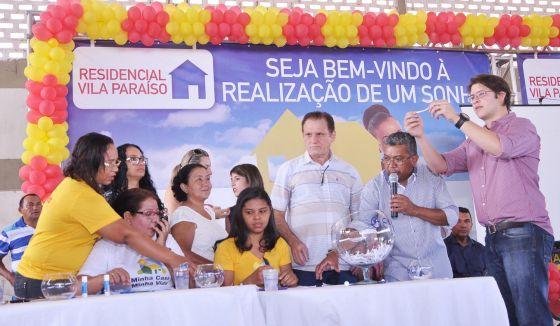 Prefeitura de Caxias realiza sorteio dos endereços de 416 casas dos blocos A e B da Vila Paraíso