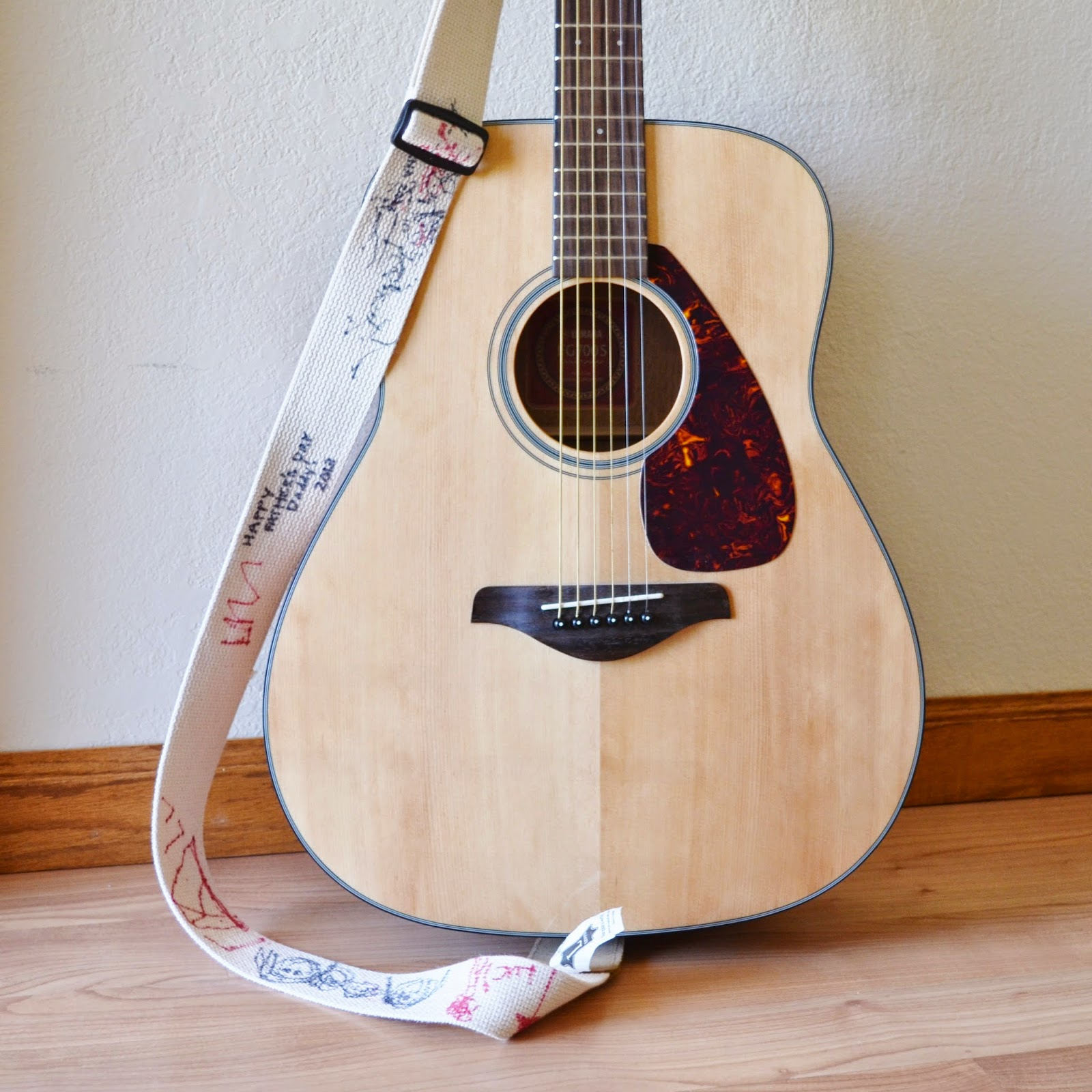 snugglebug university: diy personalized guitar strap