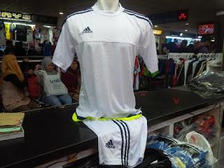 jual online baju bola Detail Jersey setelan futsal warna putih terbaru 2015/2016