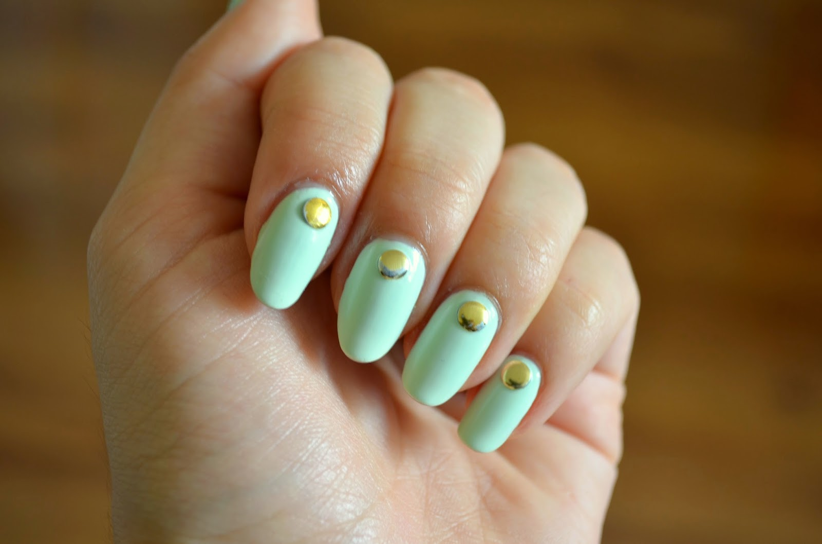 tinte-aurii-unghii