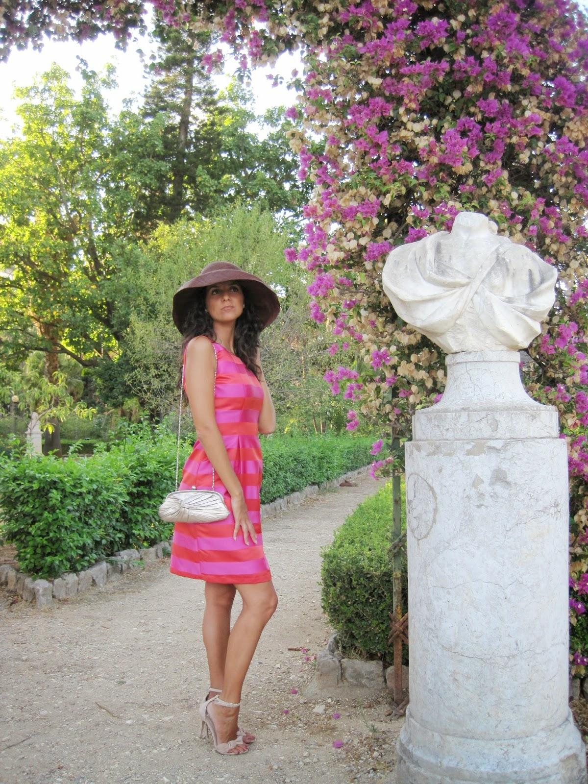 la-sciarpa-viola-cappello-falda-larga-Audrey-Hepburn