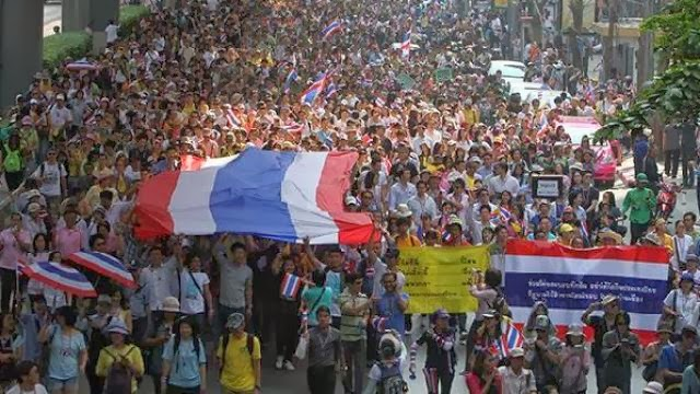 Tayland Başbakanı istifa etti