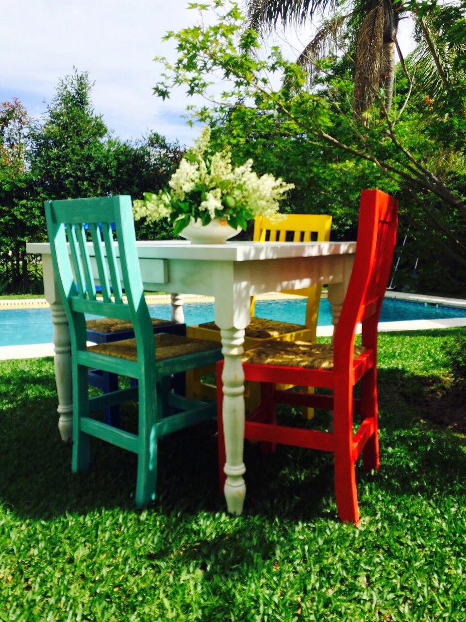 Vintouch muebles reciclados pintados a mano mesa de for Comedor sillas de colores