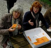 . in elk geval niet. Dan maar Oranje Tom Poucen eten totdat je snakt naar . (kroningeendracht)