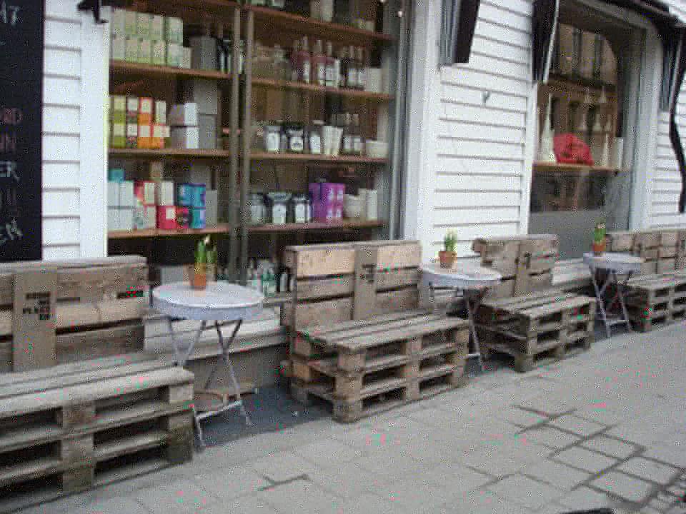 Bancos de madera p blicos hechos con - Bancos hechos con palets ...