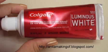 Diva Da Gata Borralheira Testando Creme Dental Colgate Luminous White