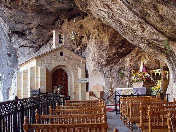 http://2.bp.blogspot.com/-WAN3d0mDs0E/UEtdeRRtYsI/AAAAAAAAMcE/otE8uLAoowE/s1600/capilla-de-la-santa-cueva-de-covadonga-cangas-de-onis-asturias_91130%5B1%5D.jpg