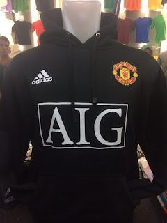 gambar desain terbaru jaket man united warna hitam Jual jaket sweater Manchester united warna hiam sponsor AIG di enkosa sport toko online terpercaya lokasi di jakarta pasar tanah abang
