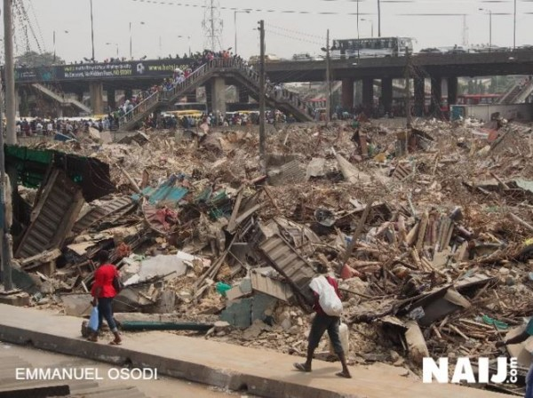 Lagos state government demolishes shops in Oshodi (Photos)