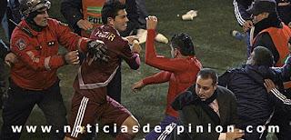 Vídeos y fotos. Paraguay gana en los penaltis y pasa a Semifinales de la Copa América Argentina 2011. Polémica y puñetazos al final del partido Paraguay vs Venezuela