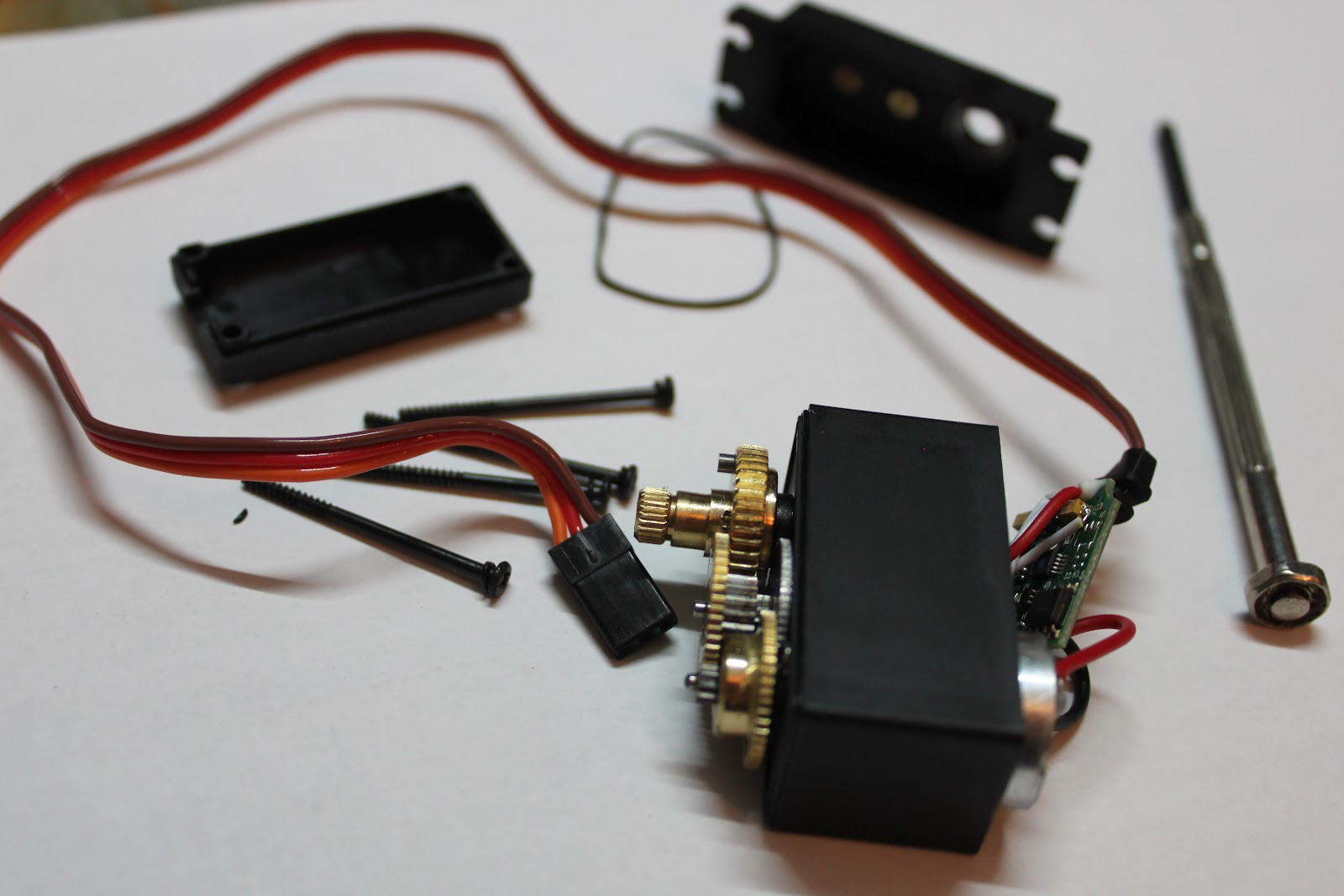 dccharacter\'s electronics projects: Modifying servo for continuous ...