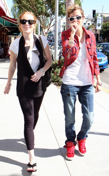 Lindsay lohan dating girl