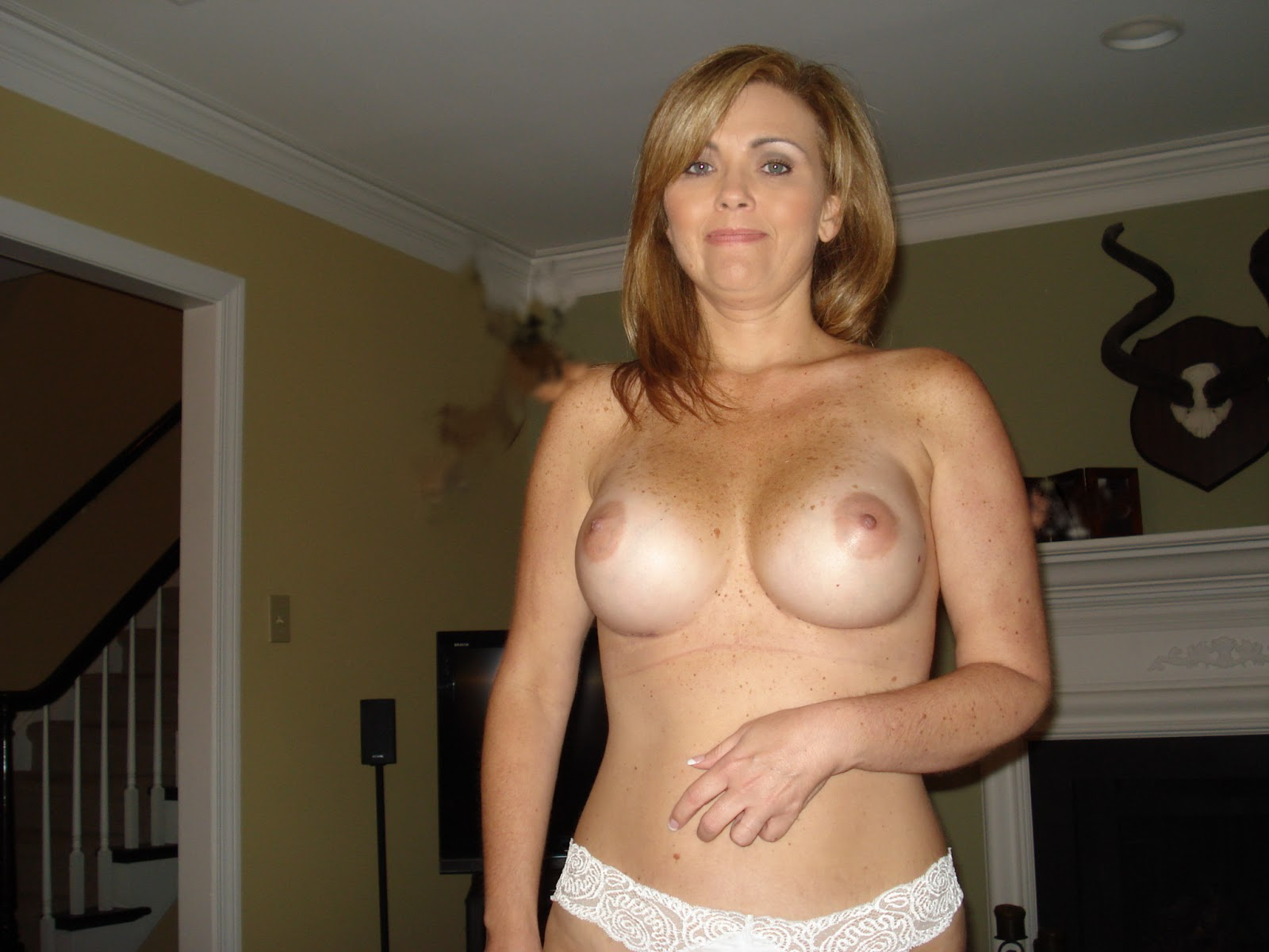 Hot Amateur Cougar Posing