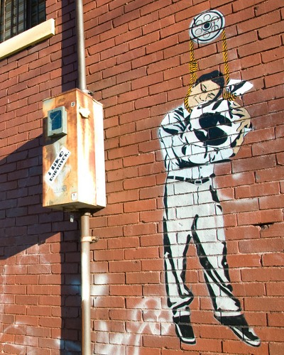 Vinchen street art, Let Go - 'Økonomisk selvmord'
