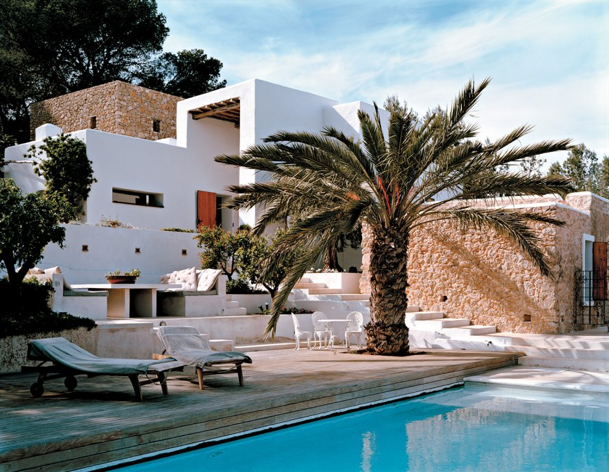 Decordemon white villa in ibiza for Piscine ibiza