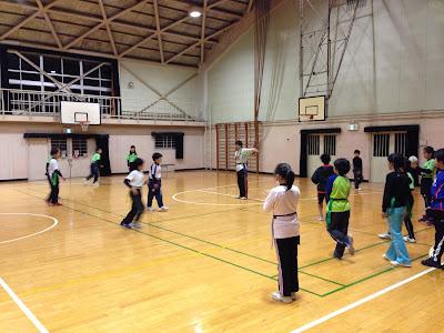 体育館でのタグラグビー練習