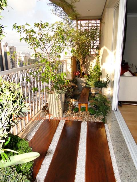 mini jardim oriental : mini jardim oriental:Pra você que fechou a varanda com vidro segue a dica da Britta Riley.