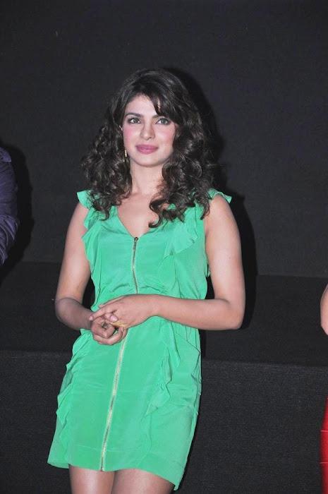 "priyanka chopra, ileana at ""barfi"" trailer launch glamour images"