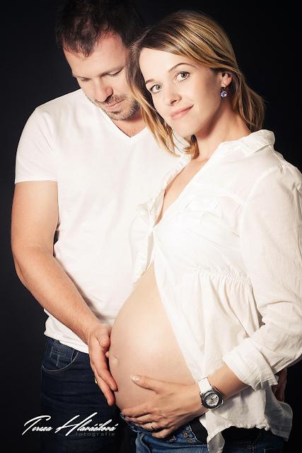 Tereza Hlaváčková fotografie, těhotenské foto, fotografka Karviná, focení v ateliéru Karviná