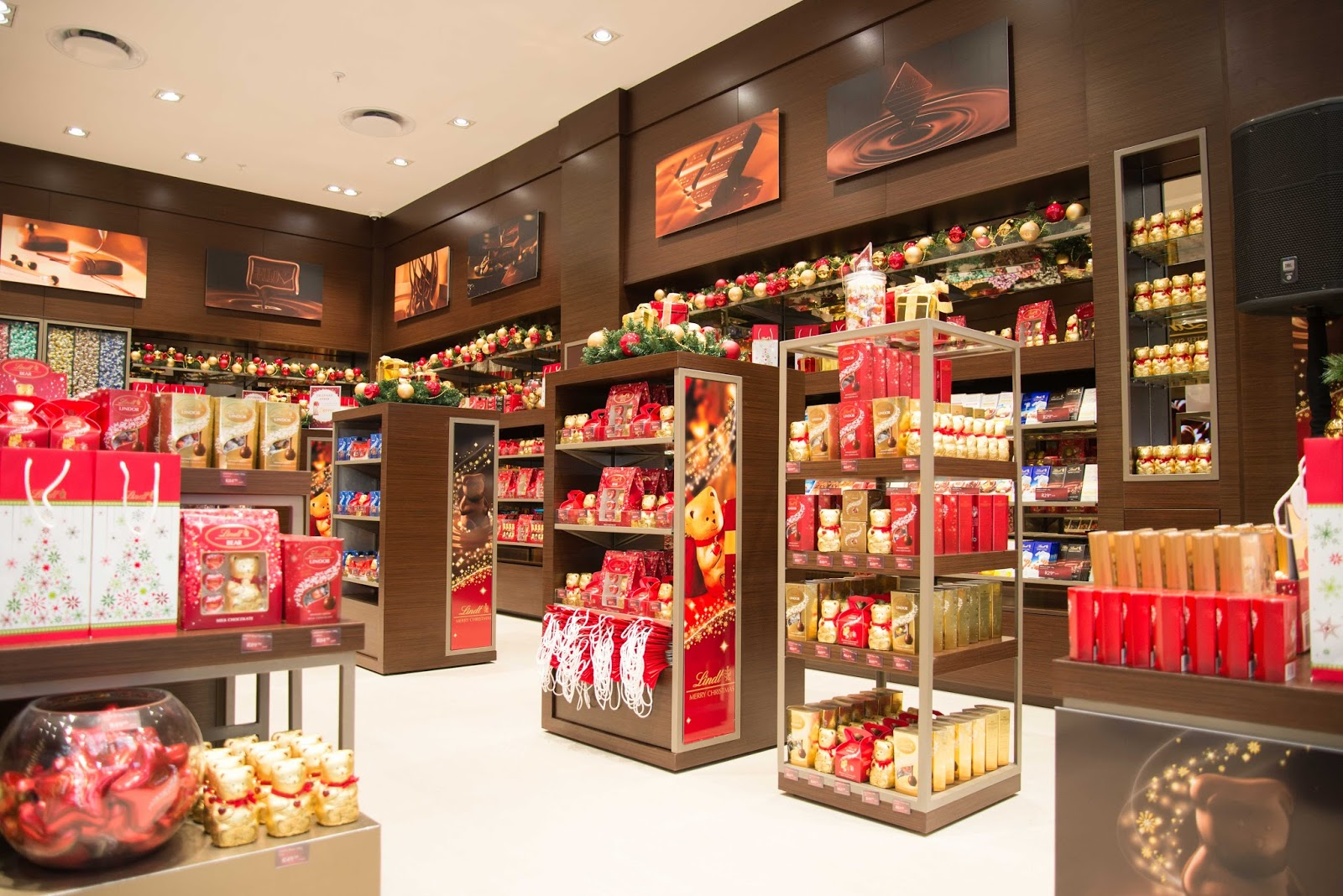 Discover the world of chocolate with Lindt & Sprungli; find our entire range of chocolates, recipes, news and UK events at the world of Lindt.