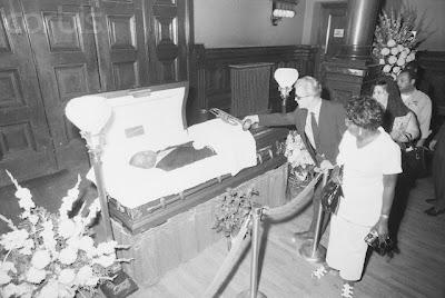 Elvis Presley Funeral Open Casket Elvis presley in his coffin