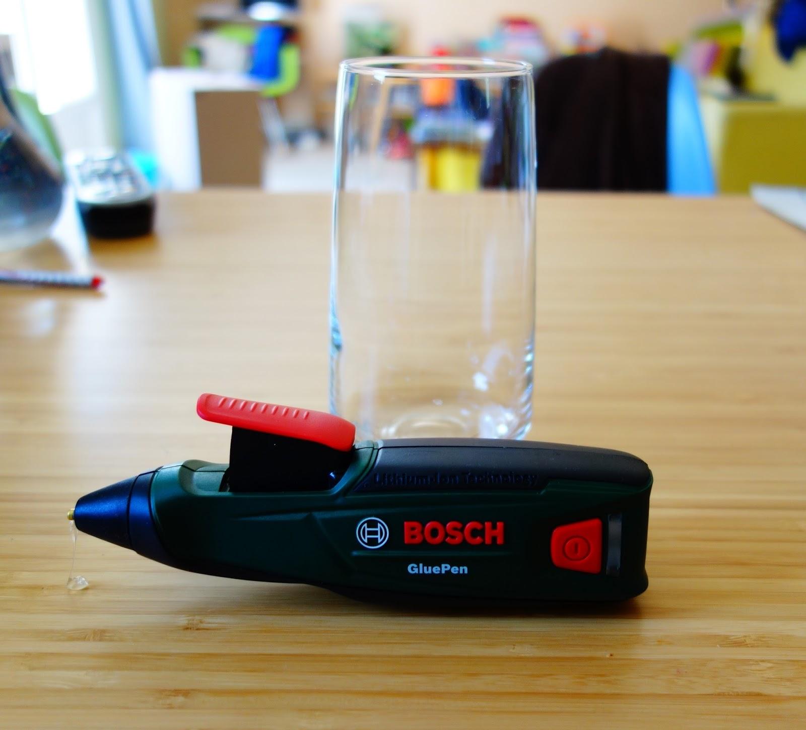 diy test un vase relook avec un pistolet colle initiales gg. Black Bedroom Furniture Sets. Home Design Ideas
