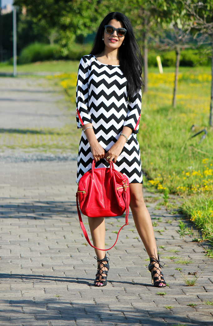 Chevron Stripe Dress, Black And White Outfits, Vince Camuto Jillie Booties, Chevron Stripes, Fossil Erin Satchel