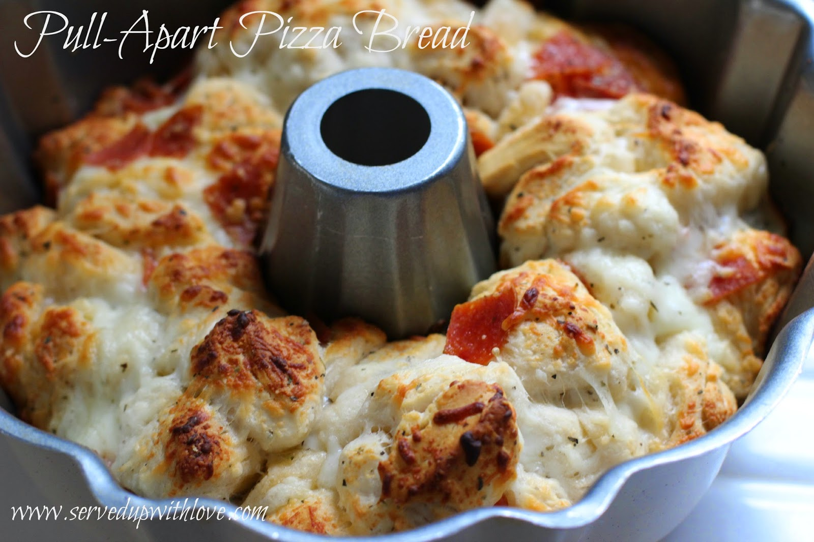 Served Up With Love: Pull-Apart Pizza Bread
