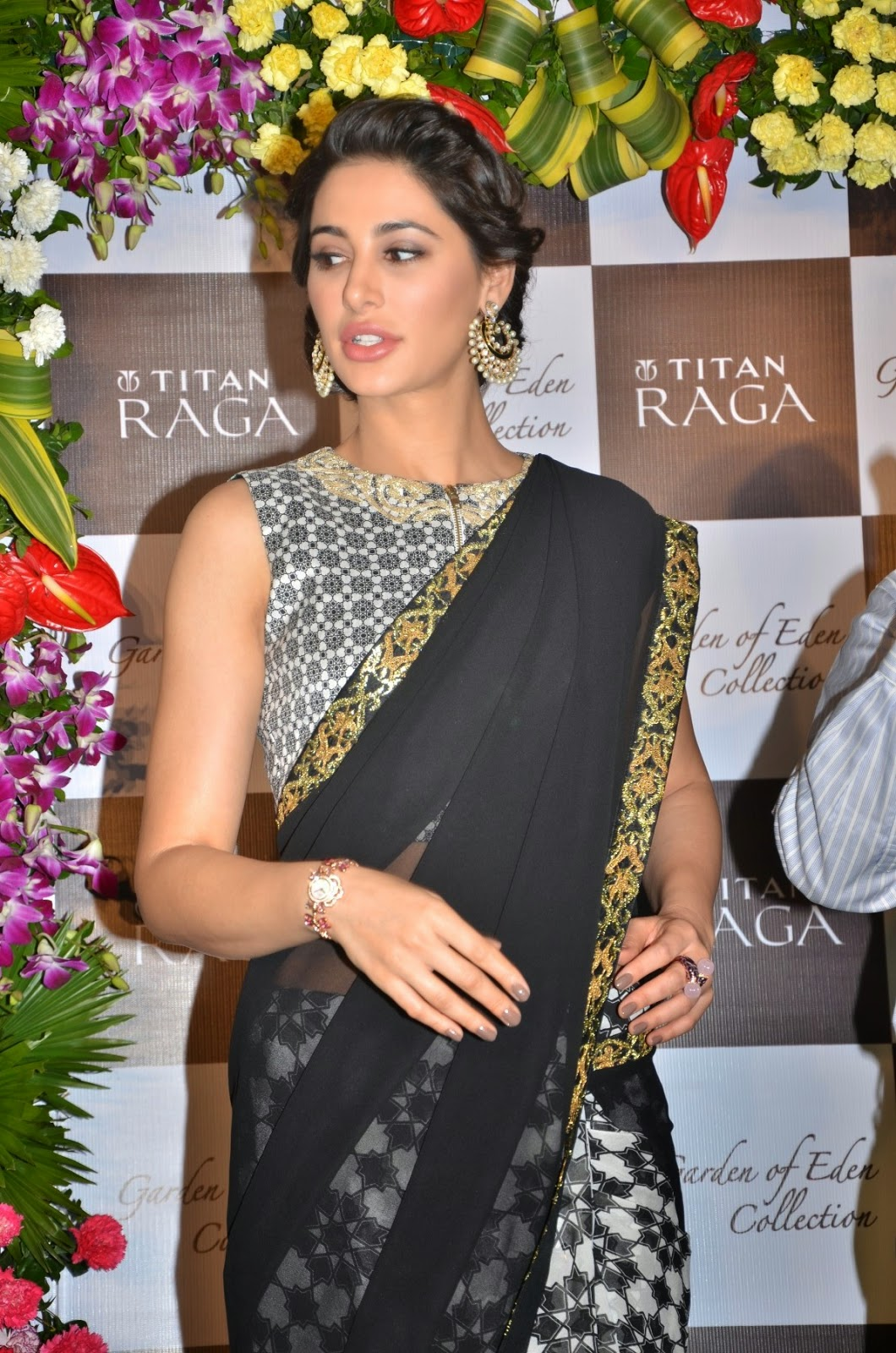 hot nargis fakhri navel hd pics transparent saree
