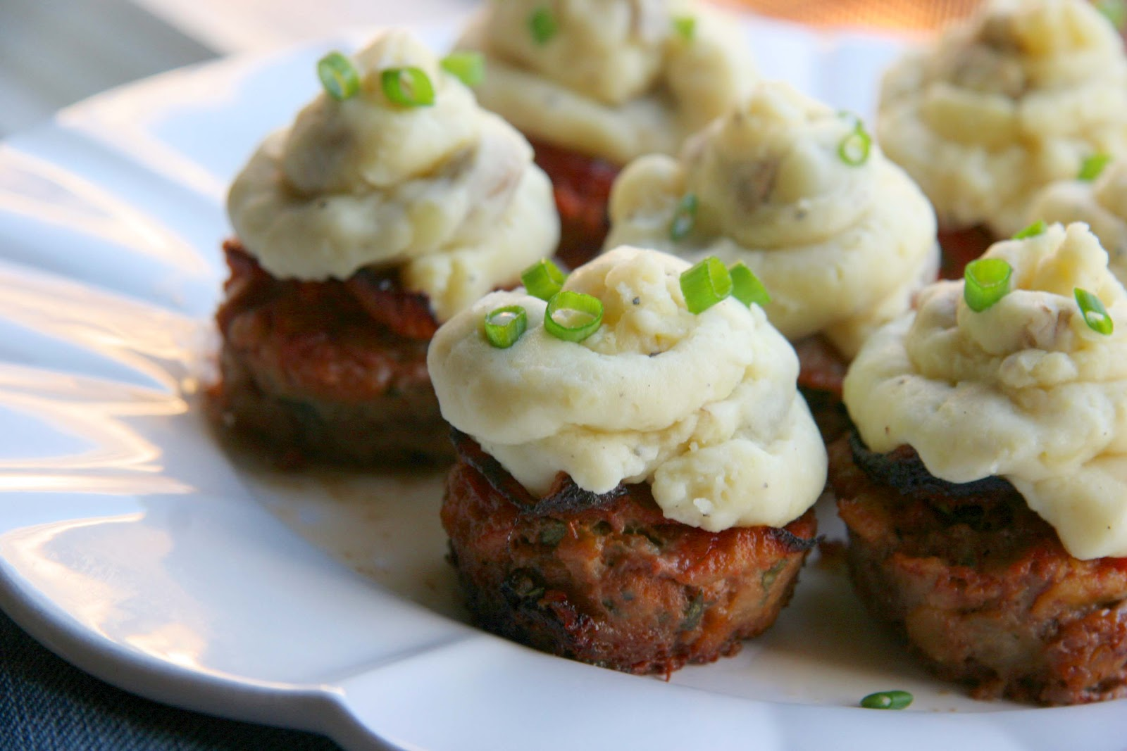 Look Who S Cookin Now Meatloaf And Mashed Potato Cupcakes