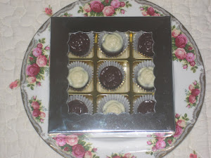 Door Gift- 9 pcs chocs + cavity box