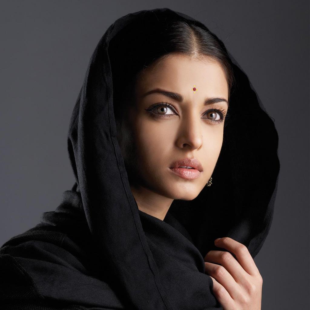 http://2.bp.blogspot.com/-WCt0RKO0oBI/TseexIGWKYI/AAAAAAAAAfA/eMcmC-Nq3d8/s1600/Aiswarya+Rai+Miss+India+Miss+World+1994+aktris+India+melahirkan.jpg