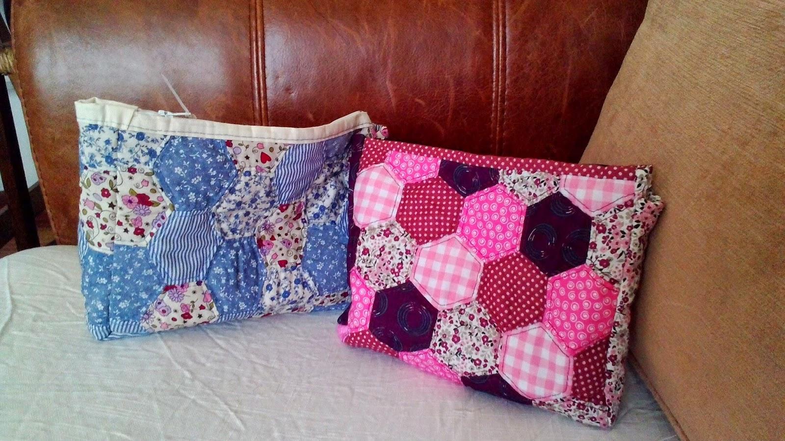 Manualidades solidarias de txaro con tx patchwork neceseres colchas y cojines - Cojines de patchwork ...