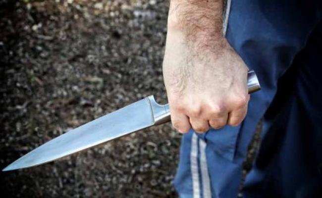 Ηράκλειο: Αλβανός επιτέθηκε με μαχαίρι σε δυο Ελληνες γιατί δεν του έδιναν τσιγάρα βερεσέ