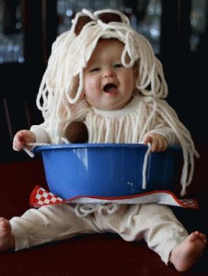 Bebe disfrazado de espagueti