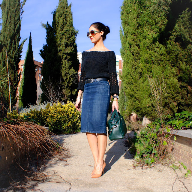 LOOK Escote Bardot y falda tubo