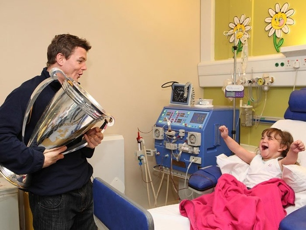 26 Moments That Will Restore Your Faith In Humanity Again - This famous rugby player visited his biggest fan in the hospital