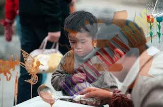 Menyedihkan Dan Kasihan, Lihatlah Reaksi Wajah Anak Miskin Ini [ www.BlogApaAja.com ]