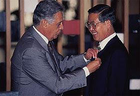http://2.bp.blogspot.com/-WEKtW48lEGQ/Ta26NBkHUKI/AAAAAAAAR5w/lTstacD2uGI/s320/FHC+e+Fujimori.jpg
